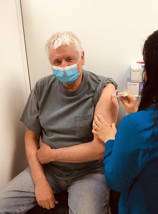 Toby Barrett getting Covid-19 vaccine.